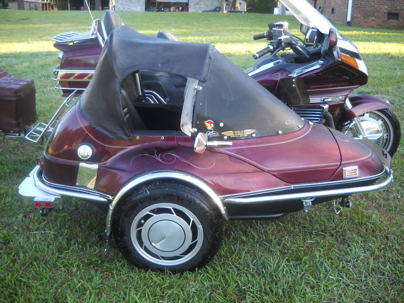California Sidecar Friendship II with gas tank and soft top