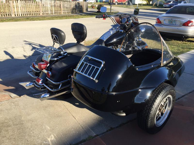 California Friendship I Sidecar with chrome luggage rack